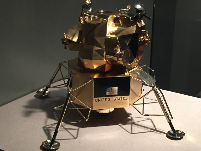Cartier lunar module